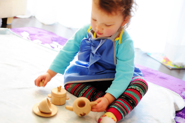 playing with tea set by vivat veritas 630