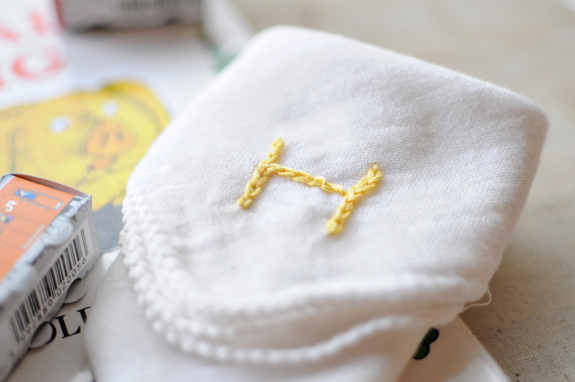 baby cloth initial embroidery2