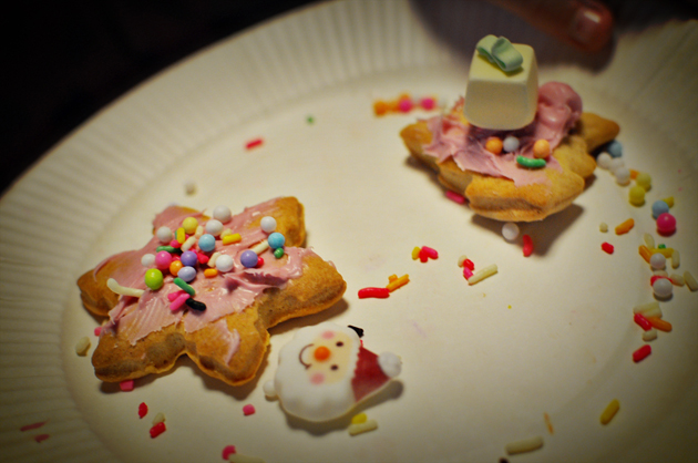 kids christmas cookie decoration pink icing